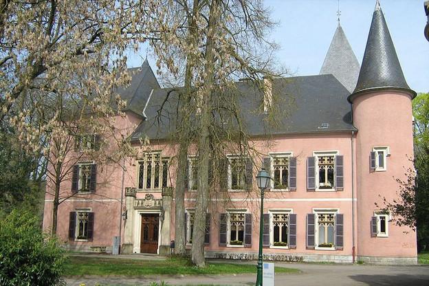 La communed'Erpeldange-sur-Sûre attend le classement du château pour le rénover. (Photo: Ipigott/Commons Wikimedia)
