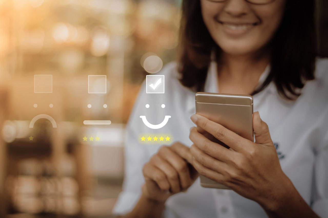 Chattermill utilise l'intelligence artificielle et le machine learning pour tirer profit plus vite des avis des consommateurs. Les plates-formes peuvent alors adapter leurs services en temps réel ou répondre en temps réel. (Photo: Shutterstock)