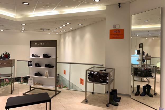 L'heure est au déstockage avant l'arrivée annoncée des Chaussures Léon dans l'ancien magasin Chaussures Vedette. (Photo: Maison Moderne)