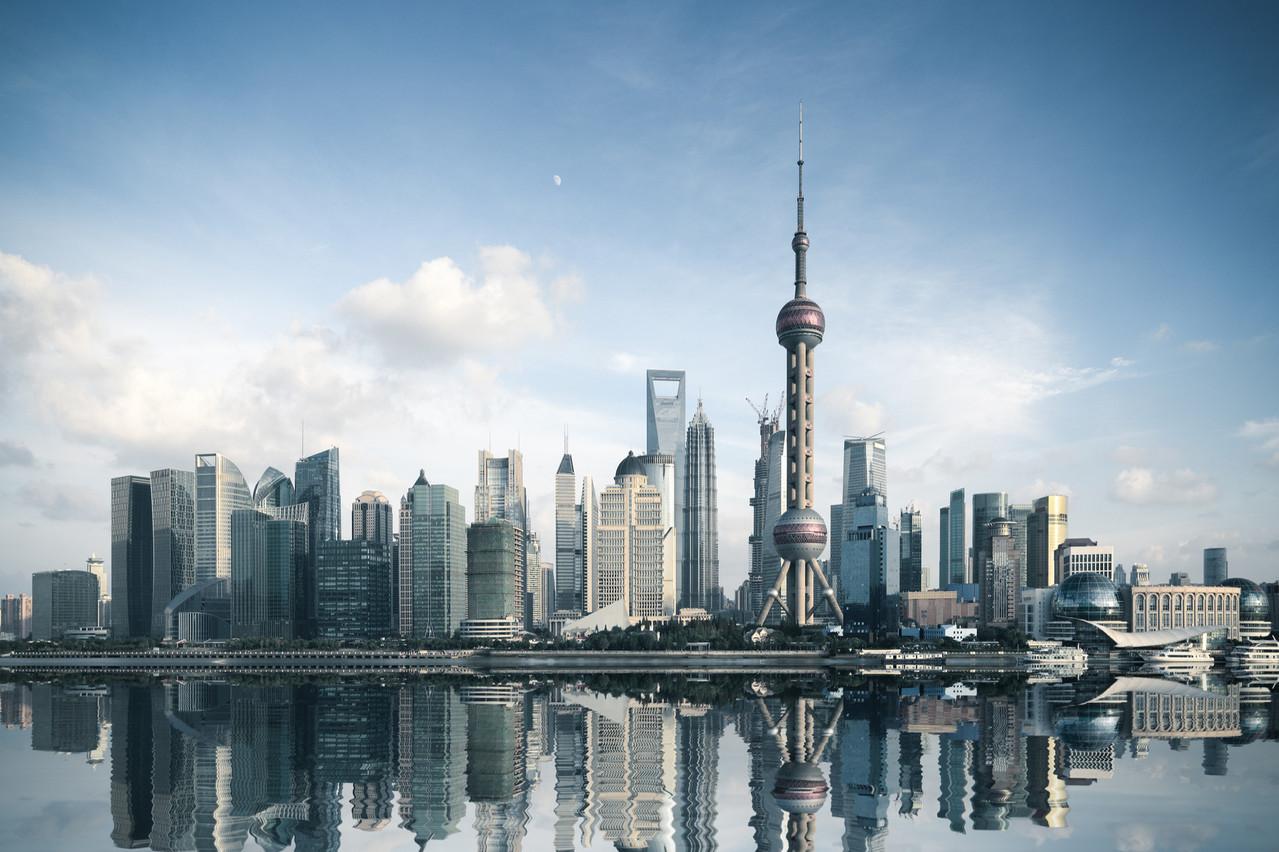 Normalement prévue en 2033, l'arrivée de la Chine à la première place du classement des puissances économiques mondiales devrait avoir lieu dès 2028, selon le CEBR. (Photo: Shutterstock)