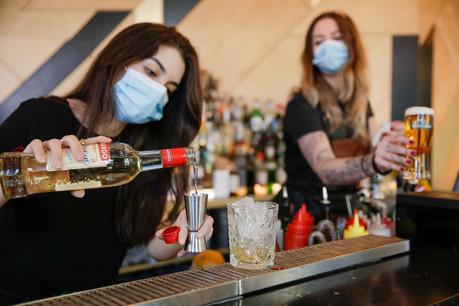 Malgré la réouverture des bars et restaurants mi-mai, plus de quatre salariés sur dix dans l'horeca restent au chômage partiel. (Photo: Romain Gamba / Maison Moderne)