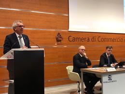 Pierre Gramegna s'exprime au pupitre de la Chambre de commerce de Florence en mars 2020. (MFIN/MECO)