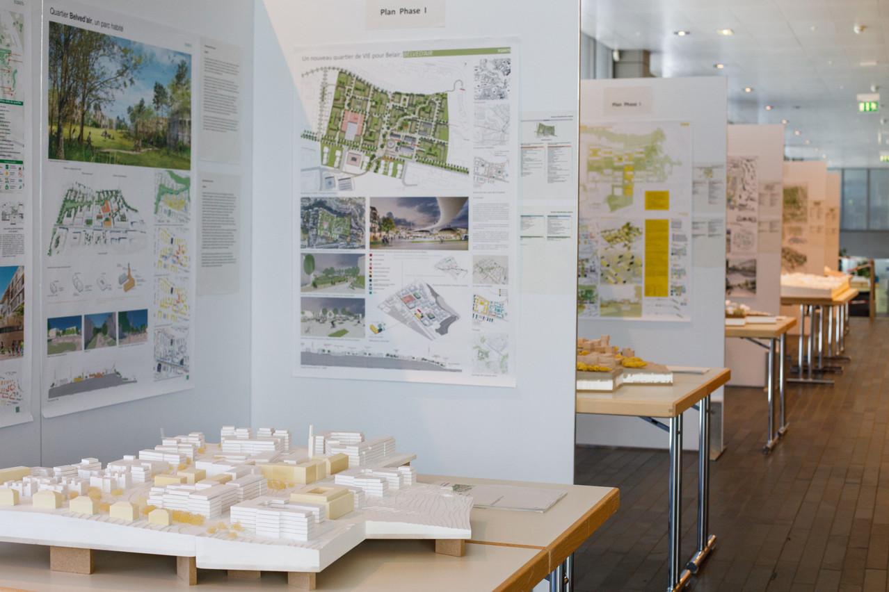 Vue de l'exposition organisée dans le bâtiment «Rocade» et qui présente les cinq projets autorisés à participer à la phase 3. Matic Zorman / Maison Moderne