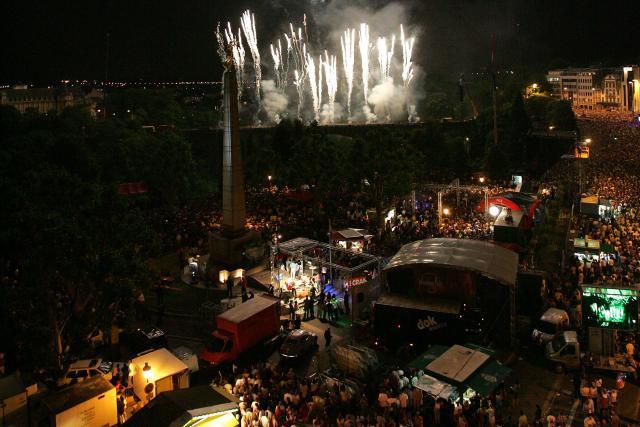 Le traditionnel feu d'artifice en l'honneur du Grand-Duc sera tiré à partir du pont Adolphe à 23h, ce samedi 22 juin, et durera 17 minutes. (Photo: Luc Deflorenne / archives)
