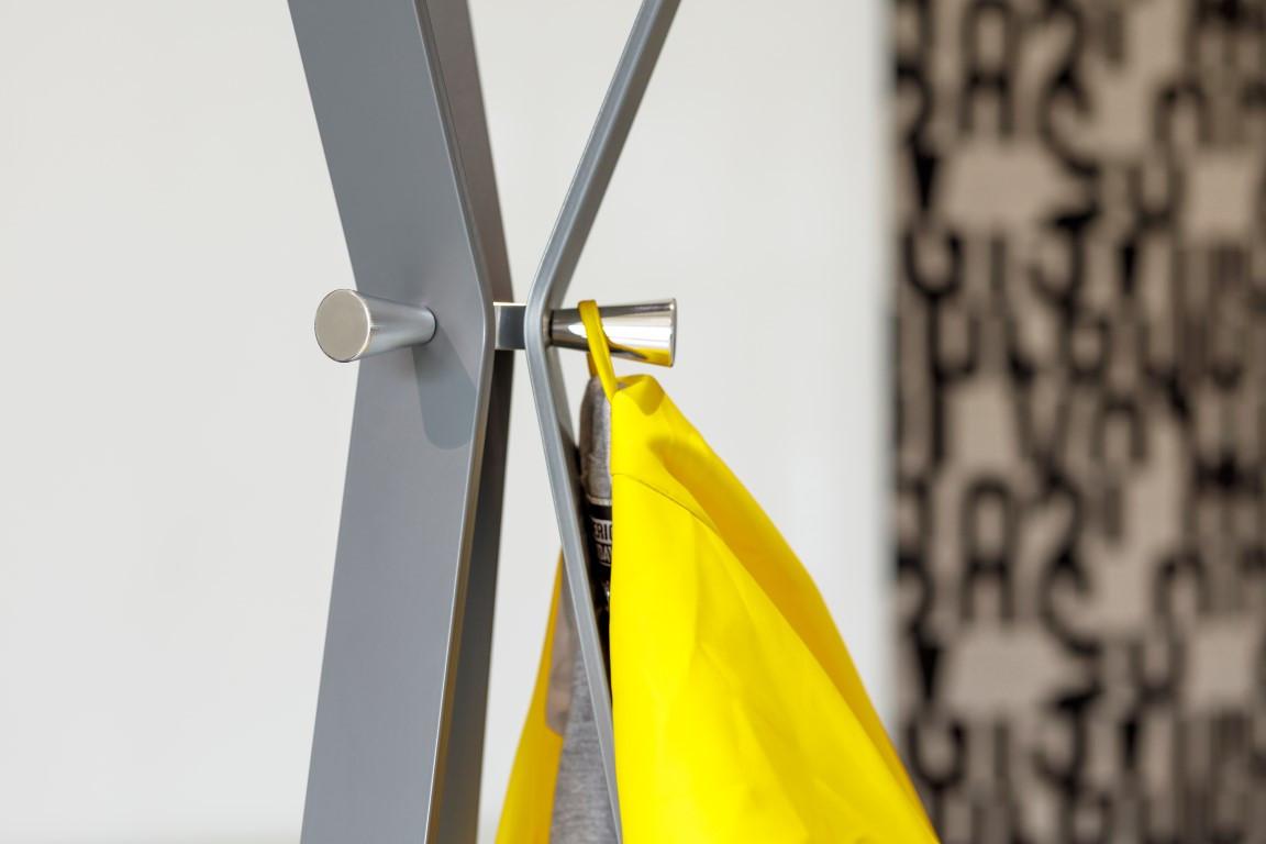 Le portemanteau est un accessoire important dans un espace de bureau. (Photo: Cascando)
