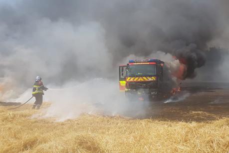 Un camion d'intervention a été totalement sinistré. (Photo: CGDIS)