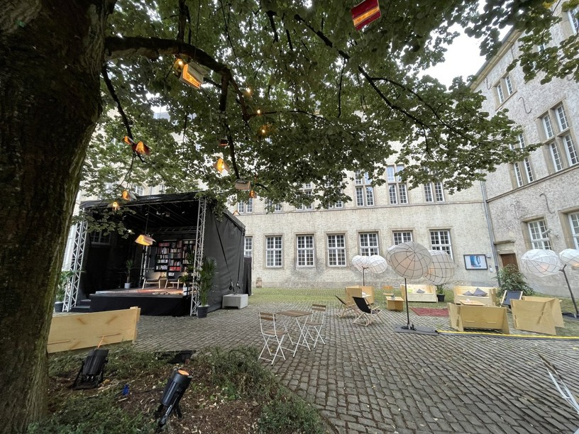 """""""D'Stad liest"""", a pop-up library located next to the capital's cathedral, will be open from 18 August to 12 September 2021 Photo: City of Luxembourg"""