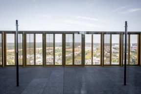 Au 27e étage, une terrasse panoramique s'ouvre sur tout le Kirchberg. ((Photo: Patricia Pitsch/Maison Moderne))