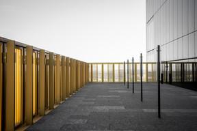 Y compris sur la terrasse,on retrouve le même langage architectural que dans le reste du bâtiment. ((Photo: Patricia Pitsch/Maison Moderne))