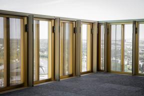 Des parties vitrées permettent de découvrir le paysage. ((Photo: Patricia Pitsch/Maison Moderne))