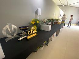 À Paris, les traditionnels bouquets sont prêts, comme les trophées, pour l'ultime remise des prix du Tour de France2021, revenu à son mois préféré, juillet. Et pas septembre, comme l'an dernier, pour cause de Covid. ((Photo: Maison Moderne))
