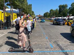 La caravane publicitaire en finit avec son tour de France. Les officiels du Tour ont eux aussi parfois adopté la trottinette pour aller d'un point à un autre. ((Photo: Maison Moderne))