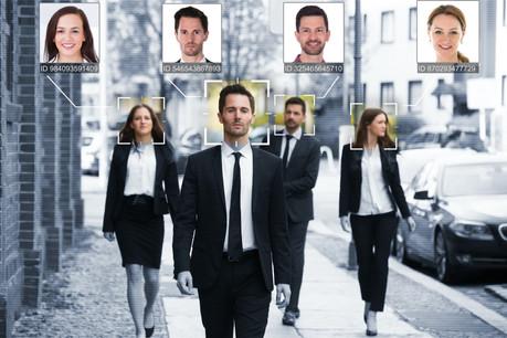 Aux dernières nouvelles, Clearview préparait une application de reconnaissance faciale destinée non plus aux services de sécurité dans le cadre de leurs enquêtes, mais au grand public. (Photo: Shutterstock)