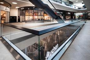 Les clients peuvent voir les boutiques d'un étage à l'autre. ((Photo: Nader Ghavami))