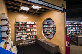 La librairie Ernster a choisi de créer des espaces cloisonnés à l'intérieur de son magasin. ((Photo: Nader Ghavami))