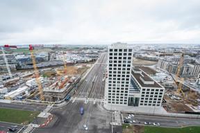 Le siège de Deloitte, à droite, a été inauguré en septembre 2019. ((Photo: Anthony Dehez))