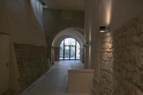 Plusieurs entrées desservent le site. ((Photo: Matic Zorman/Maison Moderne))