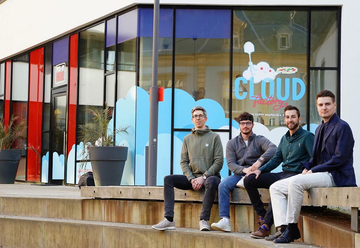 L'équipe de Cloud Factory au complet devant leur «ghost kitchen» de Neudorf, en ville. Cloud Factory