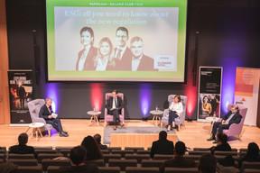 Jim Kent (Maison Moderne), Olivier Carré (PwC Luxembourg), Julie Becker (Bourse de Luxembourg) et Claude Marx (CSSF) ((Photo: Simon Verjus/Maison Moderne))
