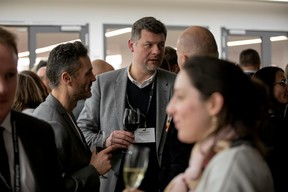 Bogdan Banice (Banice Architectes) au milieu ((Photo: Jan Hanrion / Maison Moderne))