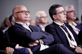 Sven Clement (Député Piraten), à droite ((Photo: Jan Hanrion/Maison Moderne))