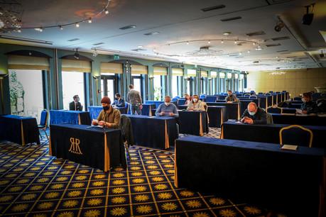 Le collectifFood-a-Mental et quelques-uns de ses membres ont été attentifs aux conseils du coach Christophe Lehoux en matière de motivation des équipes dans l'horeca lors de leur dernière Food-a-menTable à l'hôtel Le Royal. (Photo: Mickael Williquet)