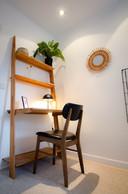 Dans chaque chambre, un petit coin bureau. ((Photo: Cocoonut))