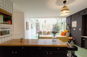 La salle à manger vue de la cuisine. ((Photo: Cocoonut))