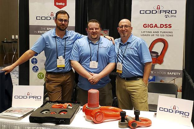Benoît Cop (à gauche) a formé une équipe pour développer la vente des anneaux de levage de Codipro sur le marché américain. (Photo: Codipro)