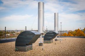 Sur le toit, les éléments techniques restent visibles. ((Photo: Metaform Architects))