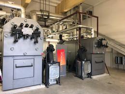 À l'intérieur, on trouve principalement l'équipement technique qui permet de produire le chauffage. ((Photo: Metaform Architects))