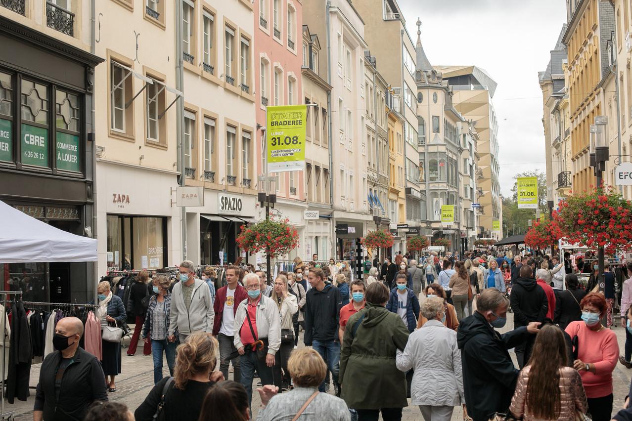 Dans la ville haute, les clients sont au rendez-vous de cet événement incontournable à Luxembourg. (Photo: Matic Zorman/Maison Moderne)