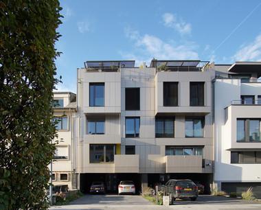 Les deux résidences ont le même traitement de façade, créant ainsi un ensemble homogène. (Photo: Decker, Lammar et Associés)