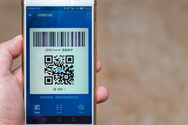 En unifiant les QR codes des portefeuilles mobiles de paiement qui passent par des QR codes, Alipay pourrait faciliter la vie des 25 millions de Chinois qui visitent l'Europe chaque année. Un marché énorme. (Photo: Shutterstock)