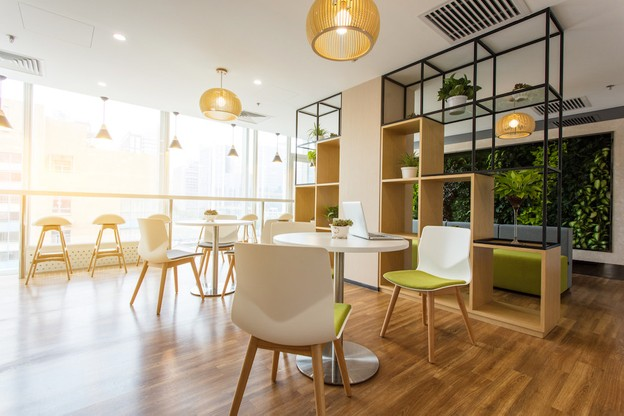 En choisissant du mobilier de bureau de manière écoresponsable, l'entreprise peut limiter son empreinte environnementale tout en garantissant des lieux de travail sains et fonctionnels. (Photo: Shutterstock)