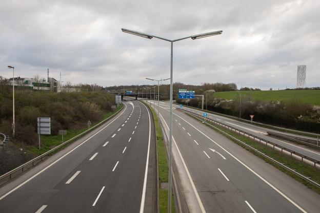 Mars 2020. La première vague de Covid-19 et le confinement avaient totalement vidé les autoroutes luxembourgeoises de leur trafic habituel. Plus d'un an après, les habitudes de déplacement des frontaliers et résidents ne sont toujours pas revenues à la normale. (Photo: Matic Zorman/archives Maison Moderne)