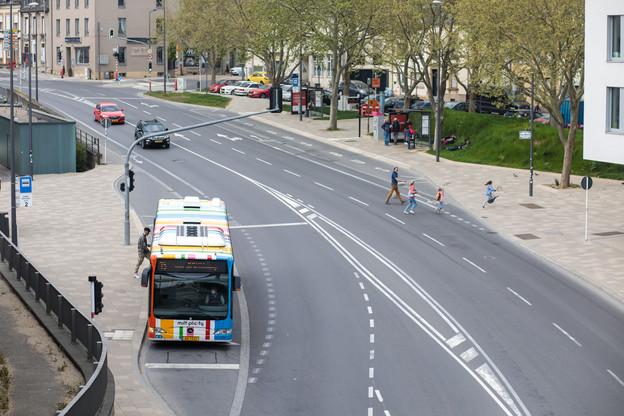 La gratuité des transports publics, en vigueur depuis le 29 février 2020, ne semble pas avoir amené davantage d'utilisateurs: la voiture reste plébiscitée par 6 résidents sur 10 pour se rendre au travail. (Photo: Matic Zorman/Maison Moderne)