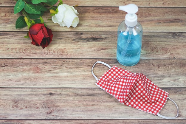 Malgré la crise sanitaire, les rencontres restent possibles, mais clairement, elles sont plus contraignantes. (Photo: Shutterstock)