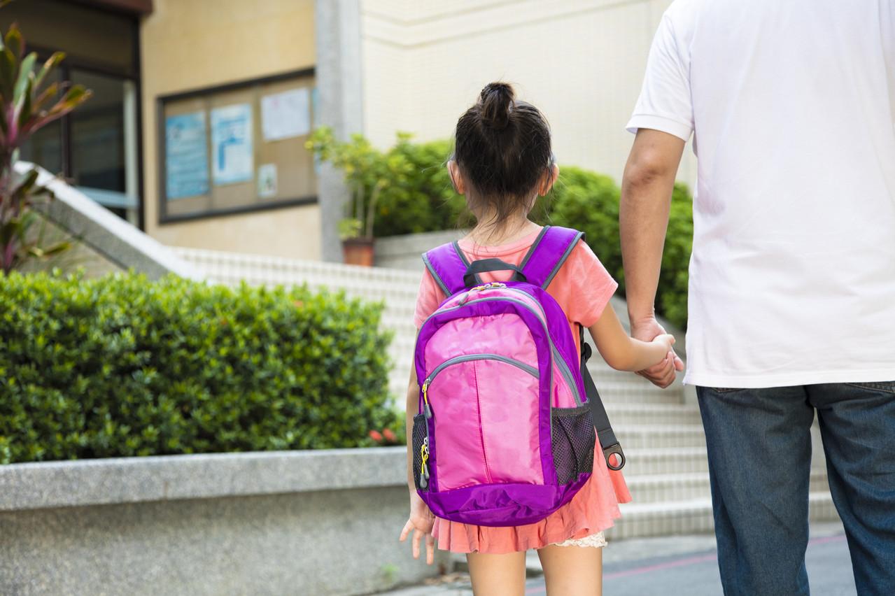Avec la rentrée du fondamental le 25 mai, il est nécessaire d'échanger sur la notion de distanciation avec les enfants.  (Photo: Shutterstock)
