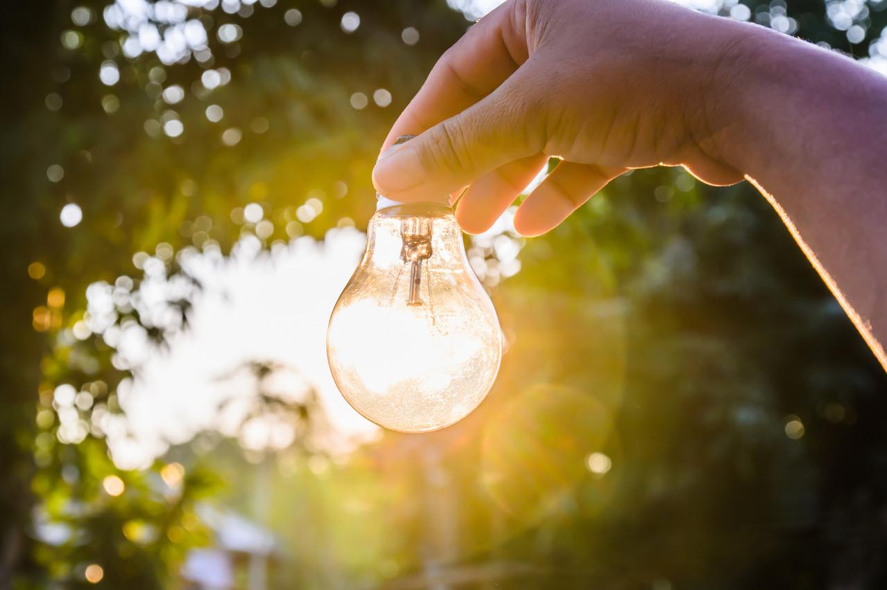 Plusieurs solutions sont possibles pour s'éclairer de manière plus respectueuse envers l'environnement. (Photo: Shutterstock)