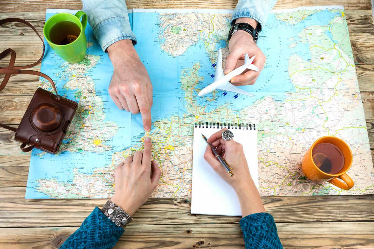 Les clients reviennent lentement dans les agences de voyages. Les réservations pour les croisières ou les destinations lointaines restent à l'arrêt. (Photo: Shutterstock)