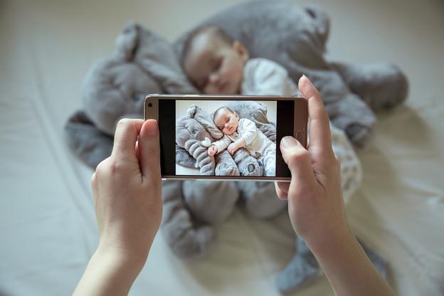 Le temps passe, les enfants grandissent, et les photos et vidéos s'accumulent dans les smartphones. Avec le risque d'un problème technologique et de perdre ces précieuses images. (Photo: Shutterstock)