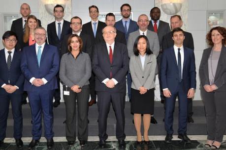 Gaston Reinesch, président de la BCL, entouré des nouveaux agents. (Photo: BCL)