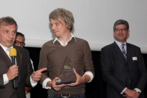 Olivier Raulot (iNUI) a remporté le premier prix du concours Cyel 2011. A sa gauche, Jeannot Krecké, ministre de l'Economie.  (Photo: Luc Deflorenne)