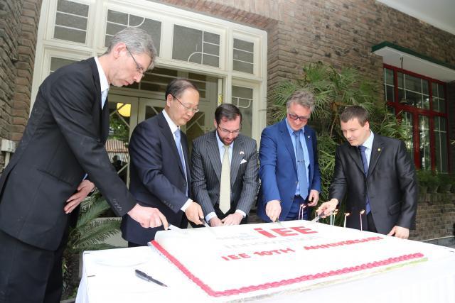 Christophe Keiser (IEE), Wei Yiyin (Casic Group), Michel Witte (IEE), Walter Thyssen (IEE). (Photo: IEE)