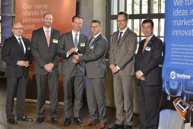 IEE receives Yanfeng Automotive Interiors' award for outstanding achievement. (Photo: IEE)