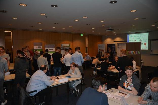 Une quarantaine de futurs apprentis a fait la première connaissance d'une douzaine d'entreprises logistiques et industrielles, exercice intéressant des deux côtés. (Photo: Cluster for Logistics Luxembourg)