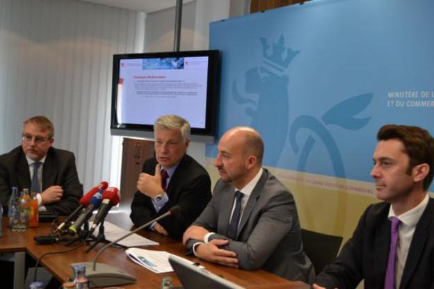 Claude Wiseler, Étienne Schneider et les responsables de la politique multimodale misent sur la logistique. (Photo: MECE)