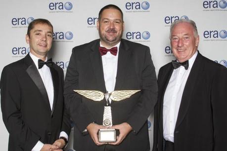 Le commandant Pascal Kremer a reçu un prix d'excellence d'Era. (Photo: Luxair)