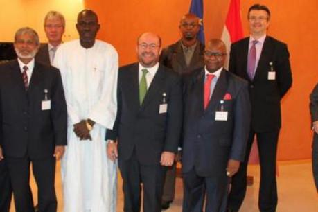 Le ministre des Communications, François Biltgen avec les chefs de délégation des pays participant à la conférence. (Photo: Service Information et Presse du Gouvernement)